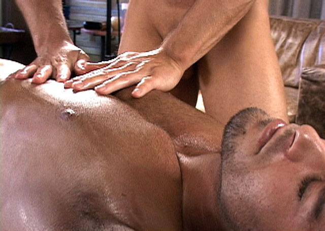 Tommy twice Massage A Hot Stud
