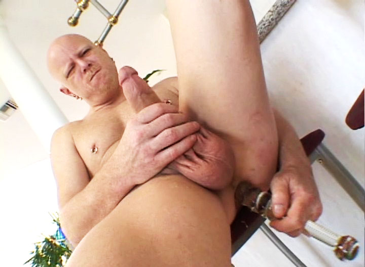 *Video:dilf stud in huge dildos anal toying fun in the kitchen