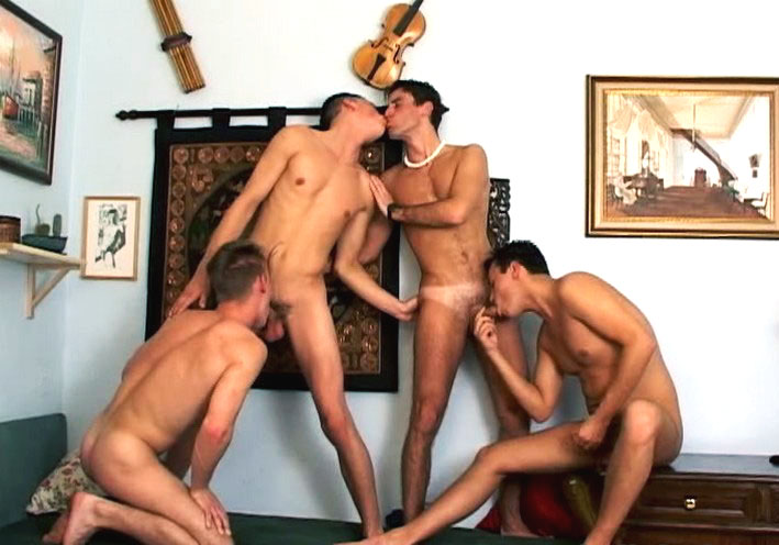 *Video:4 dudes having some hot ass play, blowjob and bareback sex