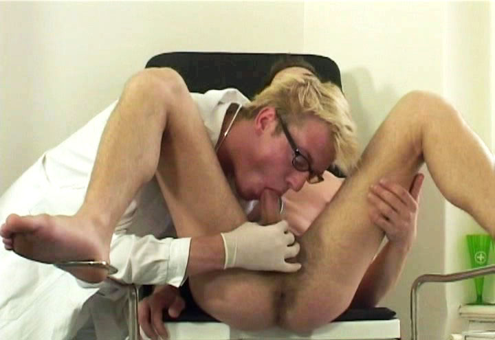 *Video:nice lookng man enjoys getting fucked by his doctor