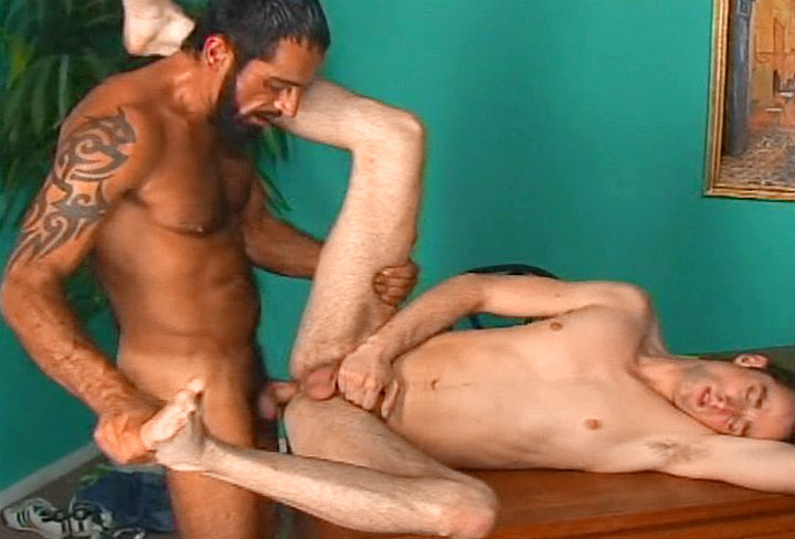 *Video:first time that twink get fuck on video by that tatooed dilf