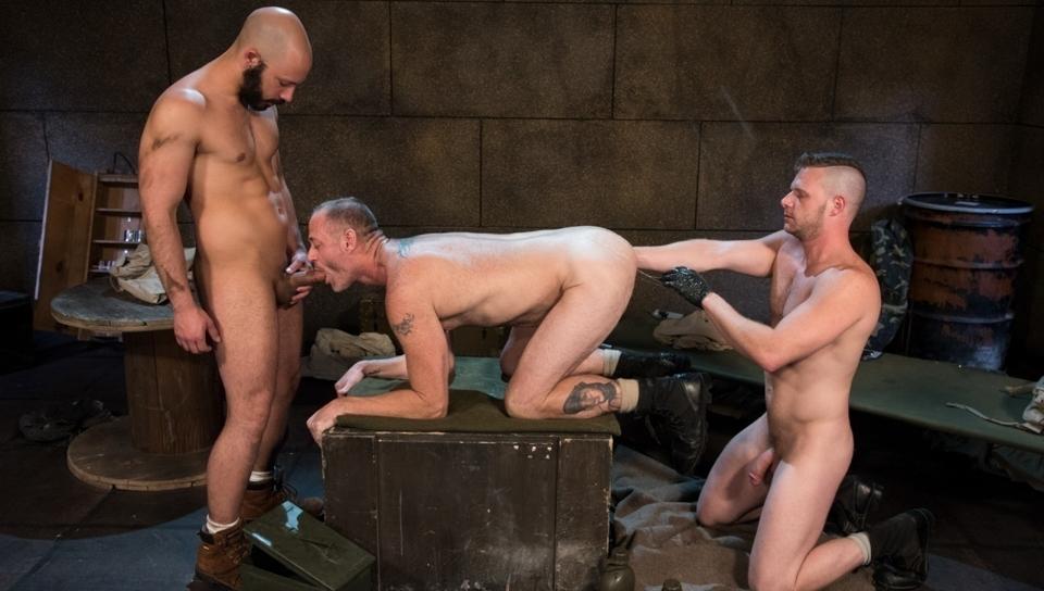 Arm-ageddon (video porno gay #73134)