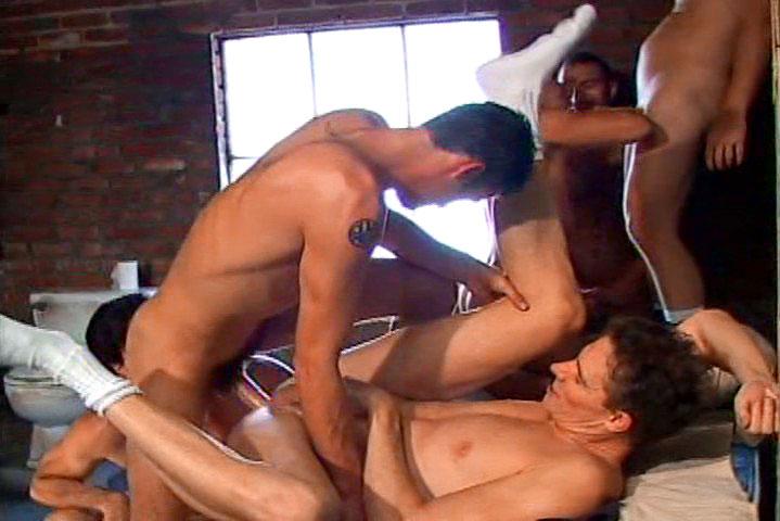 *Video:nice sexy men enjoy fucking hardcore during group sex