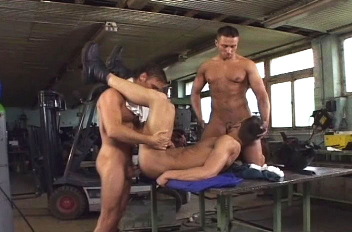 *Video:cute gay welders having a threesome while sexy stud watching