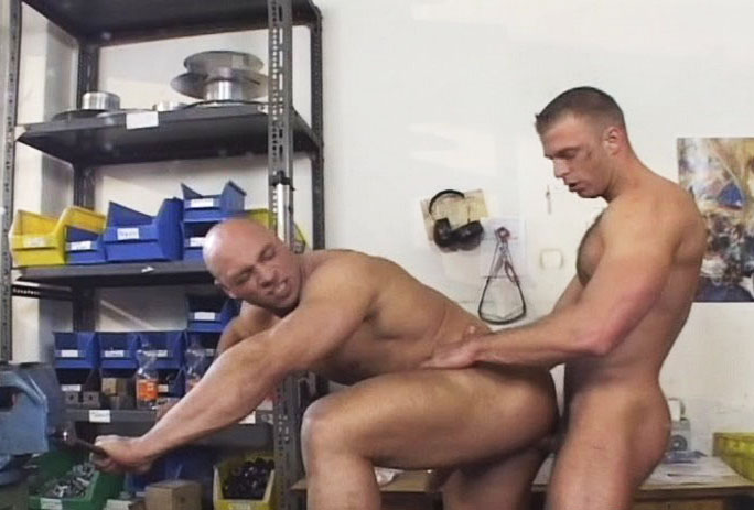 *Video:two hot muscle workers havin hot anal sex at work in here