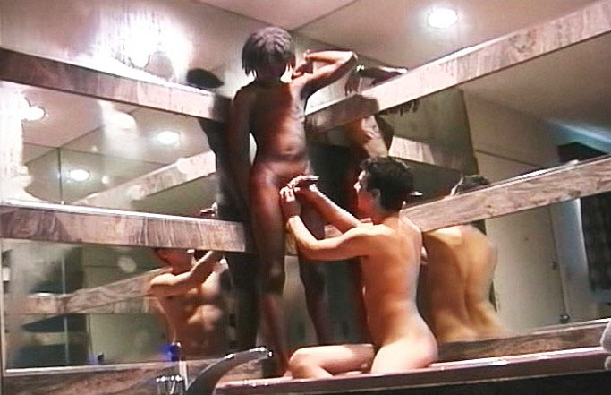 *Video:two gay guys wanking their hard cocks off in some bathroom