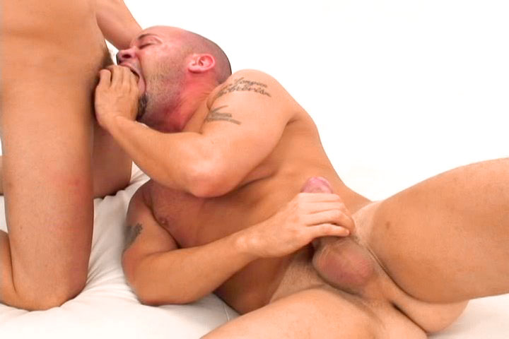 *Video:two sexy gay chaps sucking each other cocks off in here !