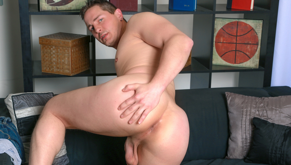 Video Preview: Jerk off at the gym dress room