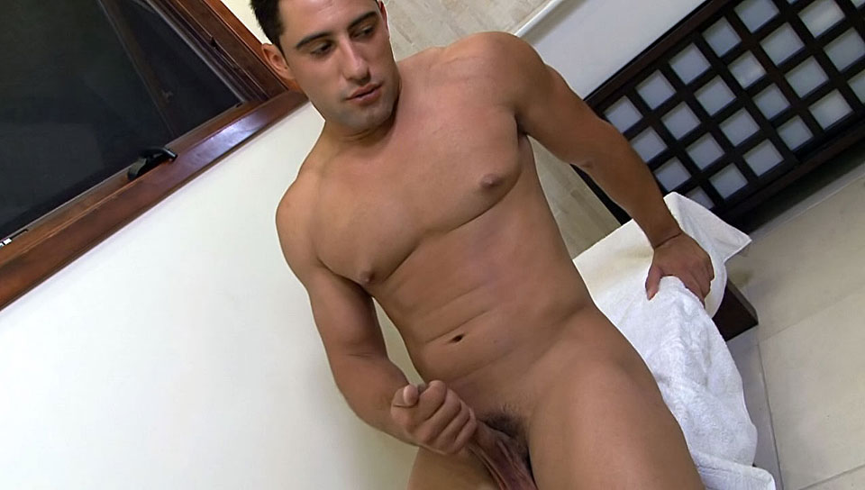 Manny Vegas enjoys his fine bathroom and bedroom for a solo