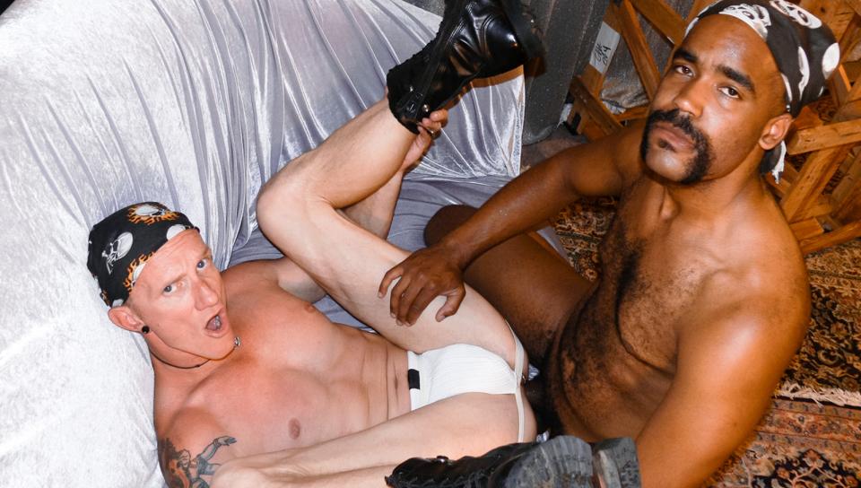 Bareback interrazziale (video porno gay #70712)