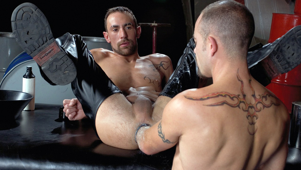 Matthieu Paris gay fisting video from Club Inferno Dungeon