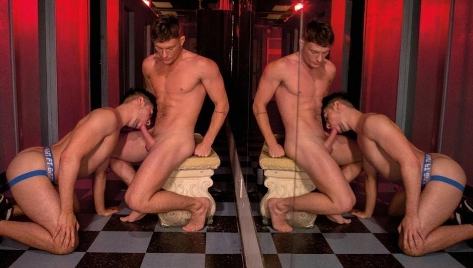 A Night At The Entourage (video porno gay #71677)